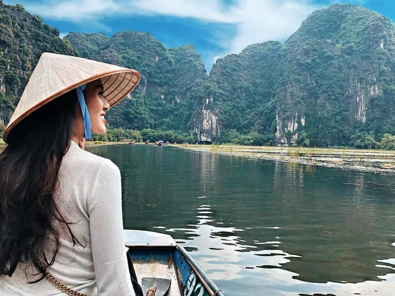 woman riding a boat in tam coc